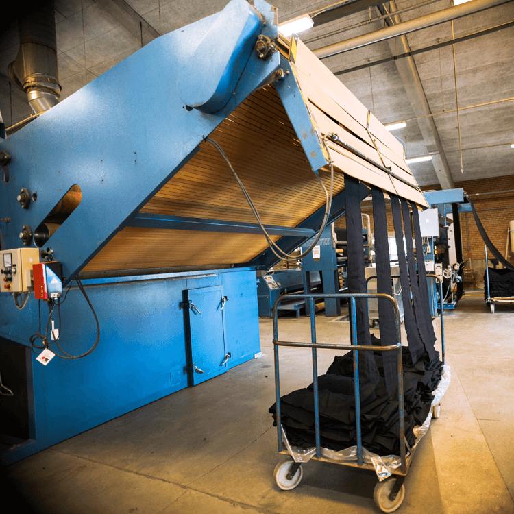 Katsahdus L. P. Hansenin tekstiilivärjäämön tuotantoon