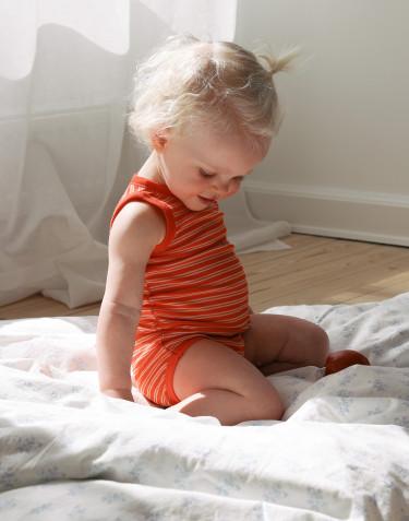 Vauvan hihaton body merinovillasilkkiä